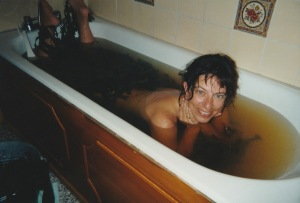 Cath in seaweed bath