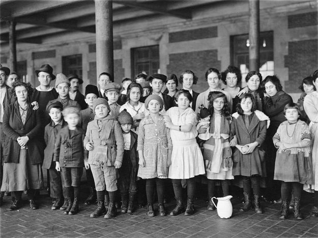 1024px-immigrant-children-ellis-island 1908